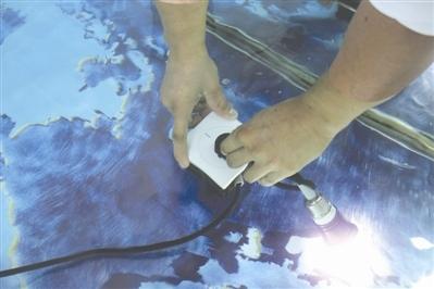 成都小伙造出不怕水的插座,水中拔插头不触电(组图)