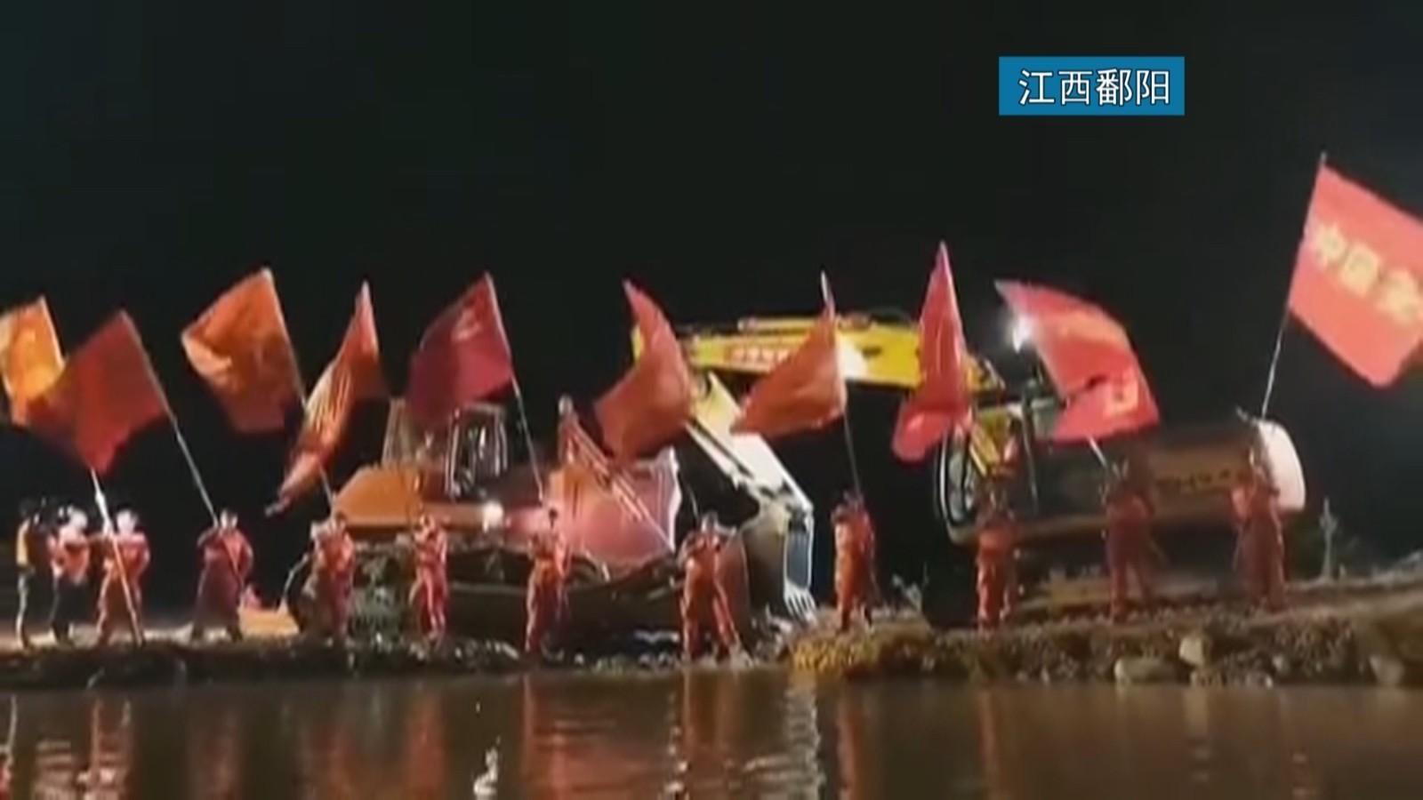 江西鄱阳问桂道圩决口昨晚成功实现合龙