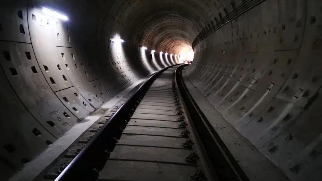 蒲京地铁16号线中段全线长轨今贯通,年底实现初期运营