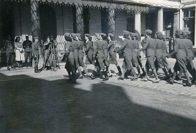 德国投降后,50万女兵为何一夜全部消失了?(组图)