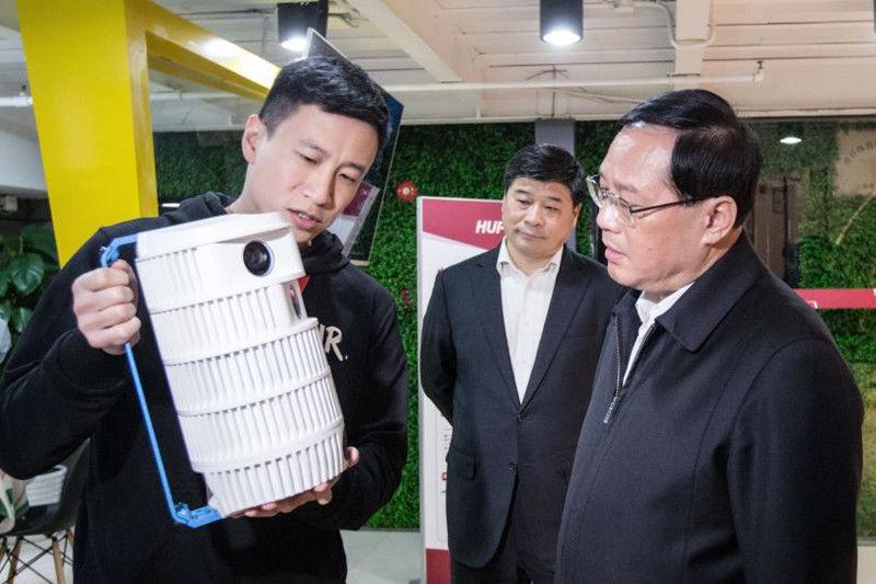 上海市委书记李强调研体育互联网平台虎扑