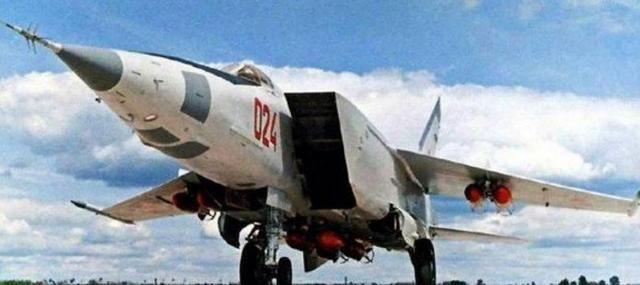 米格25R速度为何这么快?连导弹都追不上!飞行