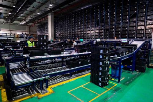 联想这家工厂没几个人工作,却日产5万台电脑