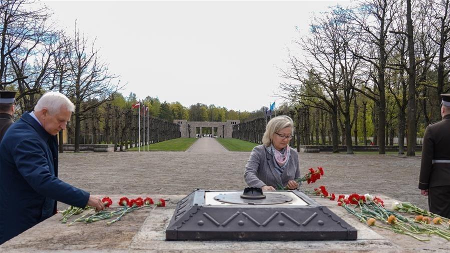 拉脱维亚举行活动纪念二战胜利75周年