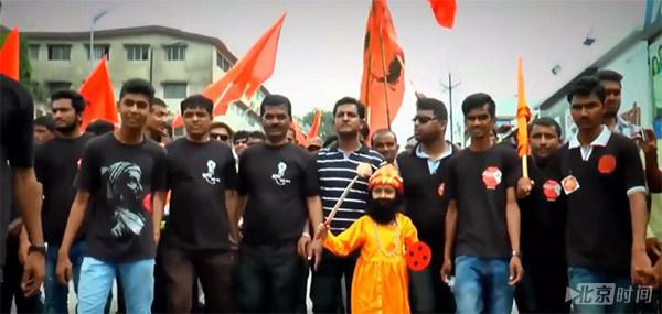 印度逾50万人涌入孟买街头抗议 要求保障就业 - 钟儿丫 - 响铃垭人