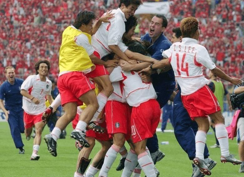 历史总是惊人相似!世界杯到八强和02年出奇一
