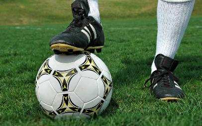 中国足球十大快马,后卫比前锋更快,最快的在新
