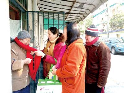 """杭州这个街道22名""""熊猫老人 """" 日子蛮惬意   原来""""护理员""""有这个妙招"""