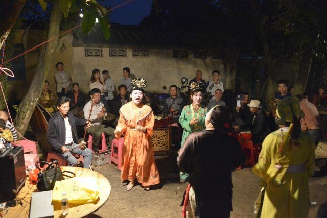 在海口传统人家结婚,就会请他们来接亲助兴-遇见网