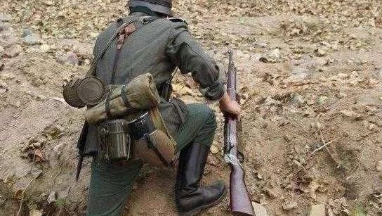 二战德军士兵为何都爱背着一个铁罐子