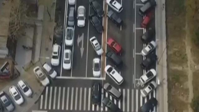 《红绿灯》20200128共建共治共享破解居民停车难题