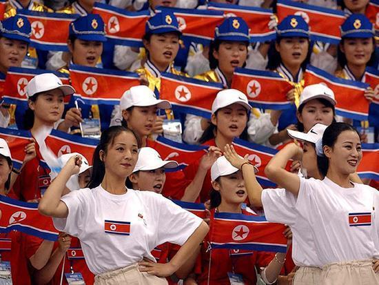 颜值爆表!朝鲜美女拉拉队冬奥首秀引轰动