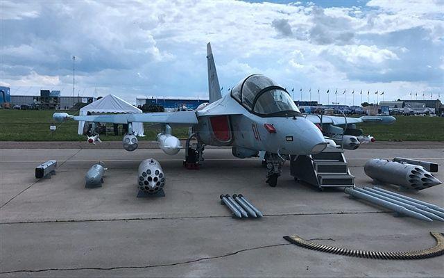 世界上大部分教练机,都可以改装成攻击机雅克130也不例外