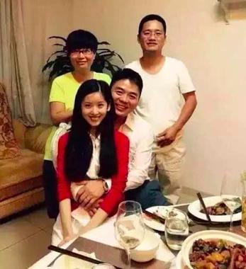 香港张子强老婆照片_张艺谋比老丈人大多少岁 老婆陈婷个人资料年龄家庭背景