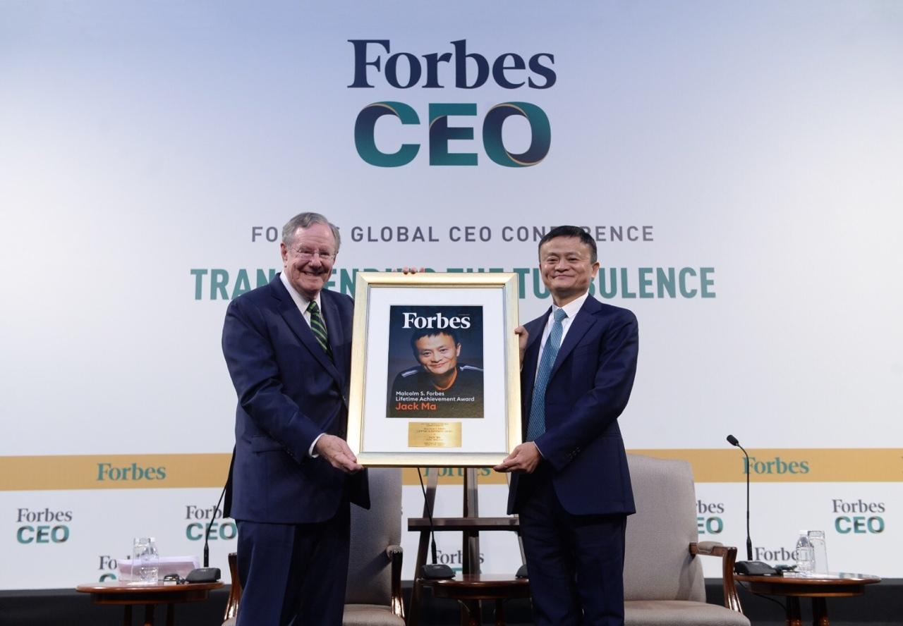 """马云获福布斯终身成就奖""""有史以来最伟大的企业家英雄之一"""""""