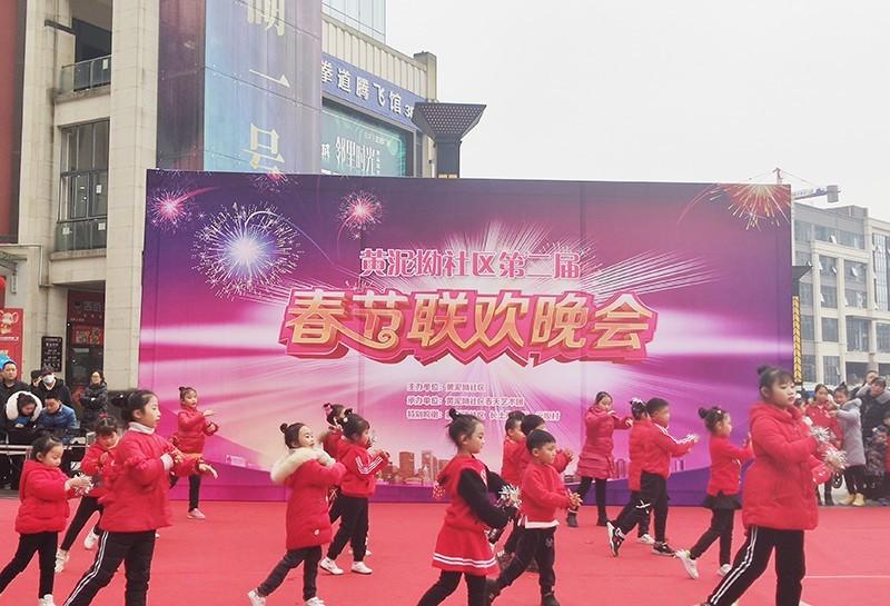 """儿童成主角,多才多艺上演""""春节联欢"""
