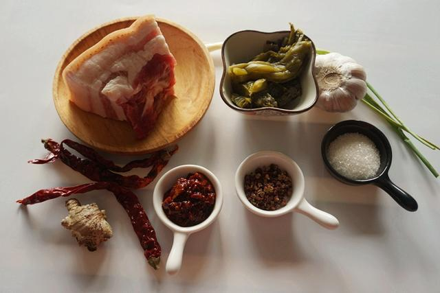 头脑发热做出来的酸菜红烧肉,成就不一样的美味
