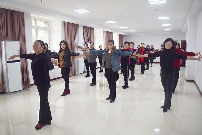 社区里的舞蹈班,老年群体的欢乐