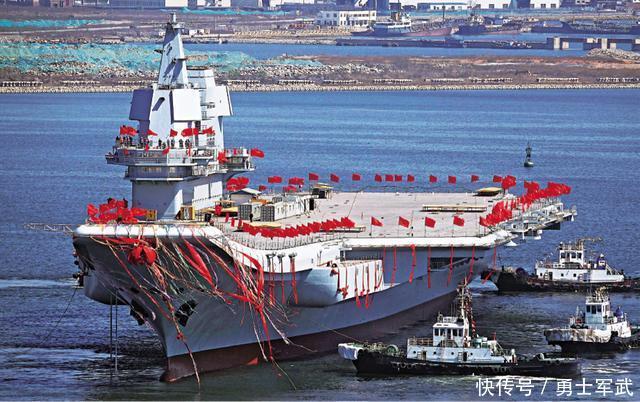 蛟龙出海!中国海军节再传喜讯首艘国产航母下水海试!