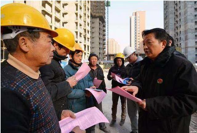 农民工注意:2018劳动法新规,辞退员工补偿,金额