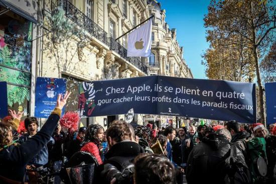 苹果公司在巴黎开店被抗议 抗议者:赶紧交税