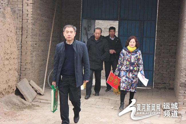 河津市妇幼保健院节前慰问贫困户