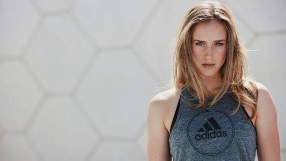 澳大利亚最美女球员 足球板球多项技术
