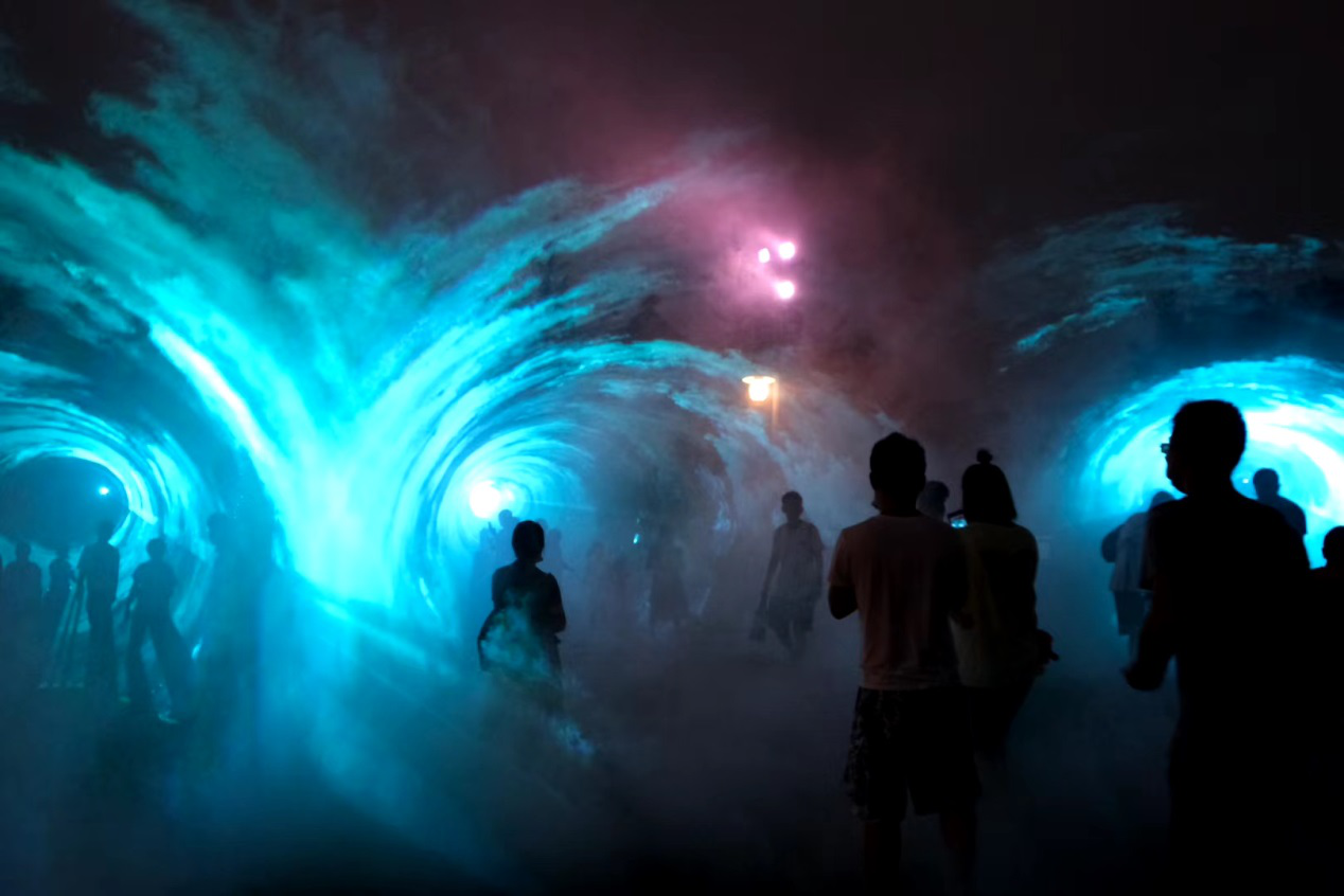 全球蓝精灵日掀开暑期狂欢序幕,蓝色风暴席卷申城